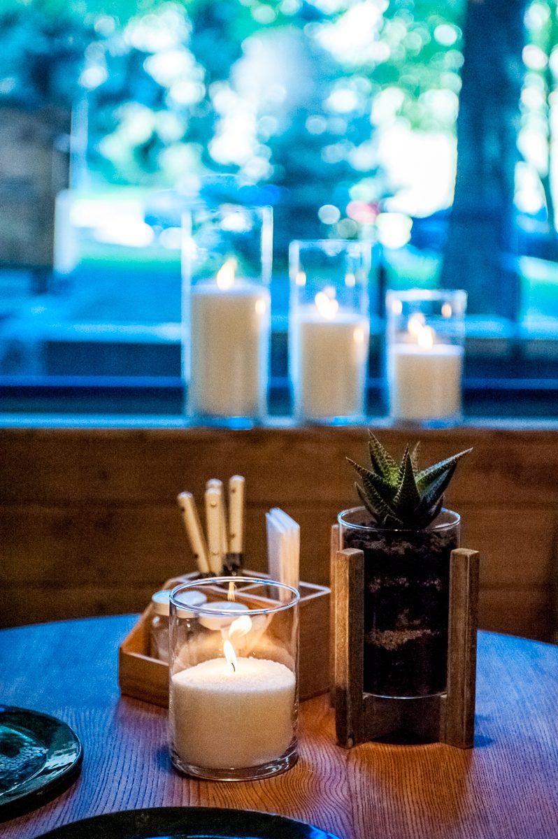 Насыпная свеча на столе