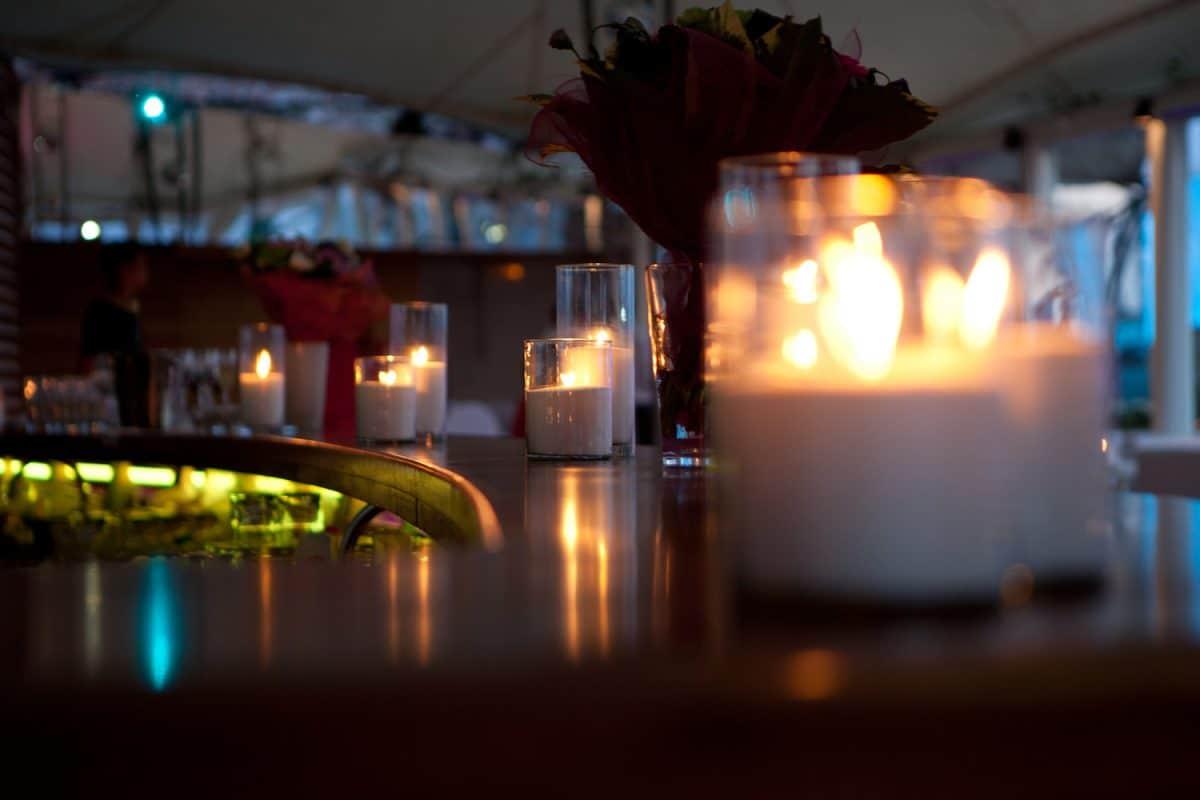 Насыпные свечи на баре