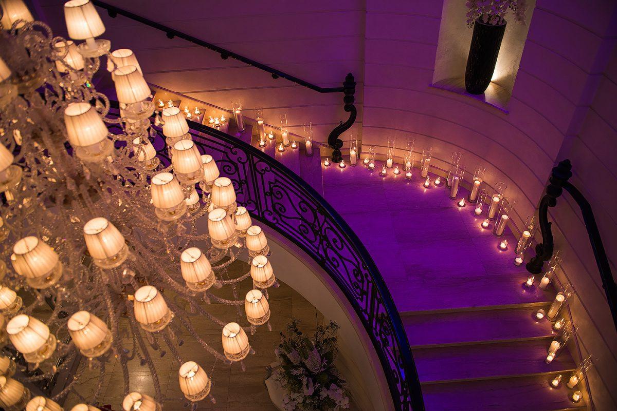 Свечи на лестнице