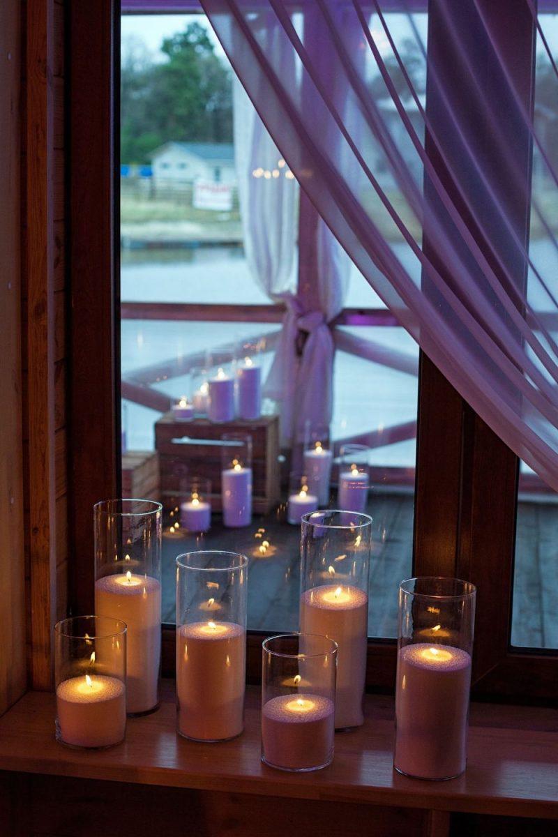 Насыпные свечи на окне