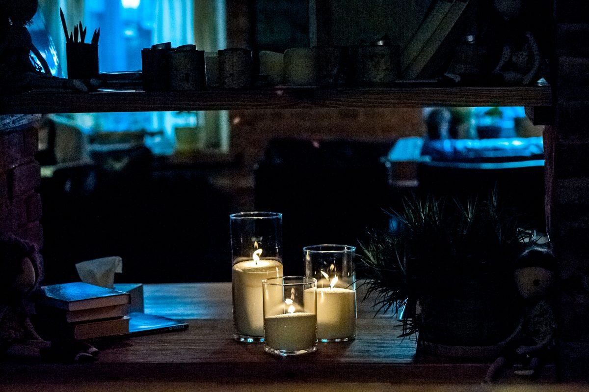 Свечи на полке