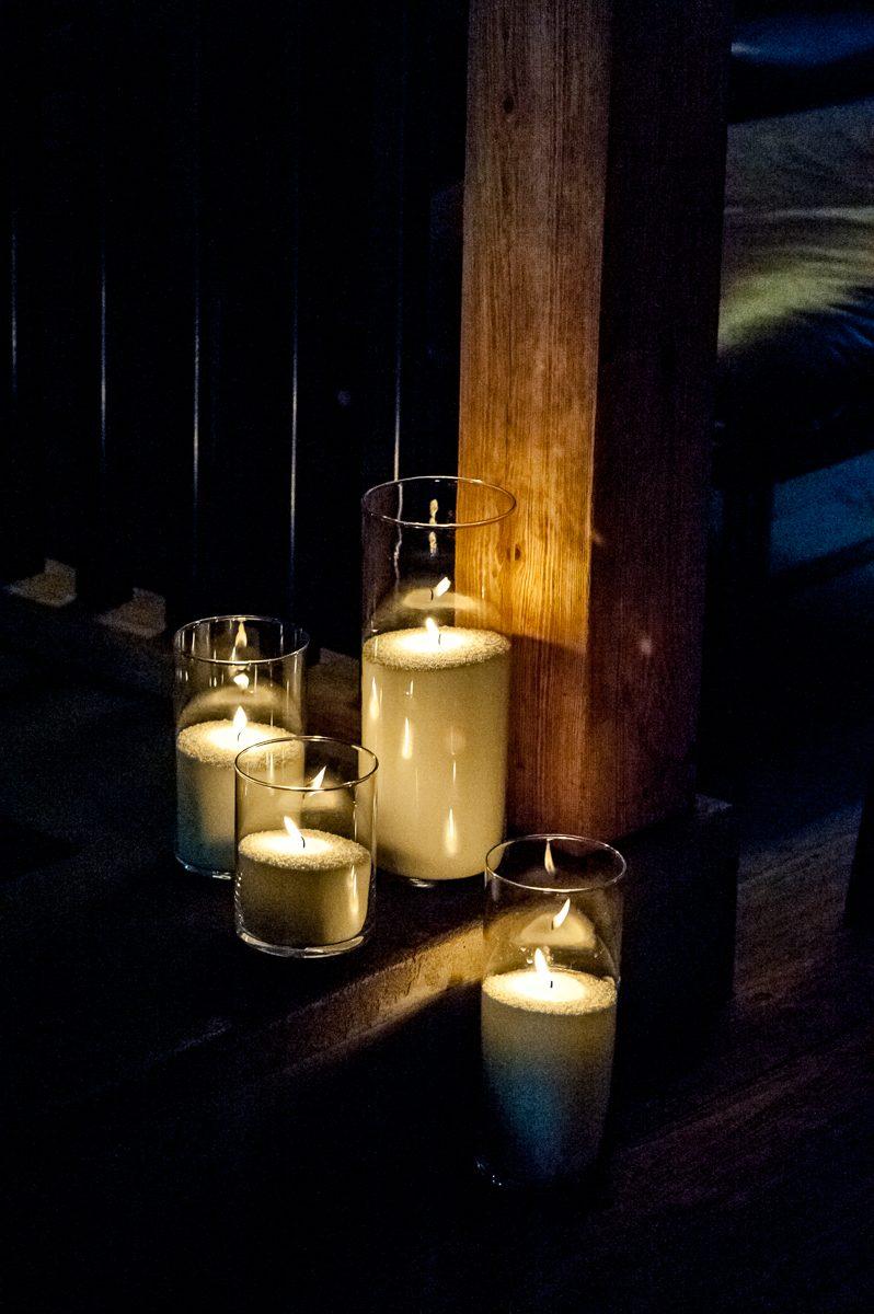 Насыпные свечи на полу