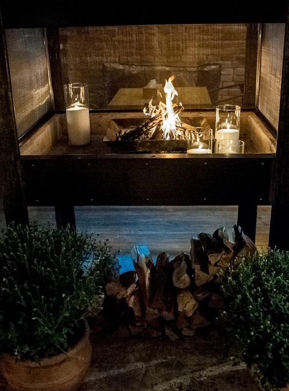 Насыпные свечи в камине